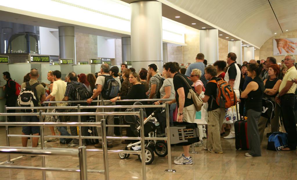 תור להחתמת דרכונים לפני יצאה לחו