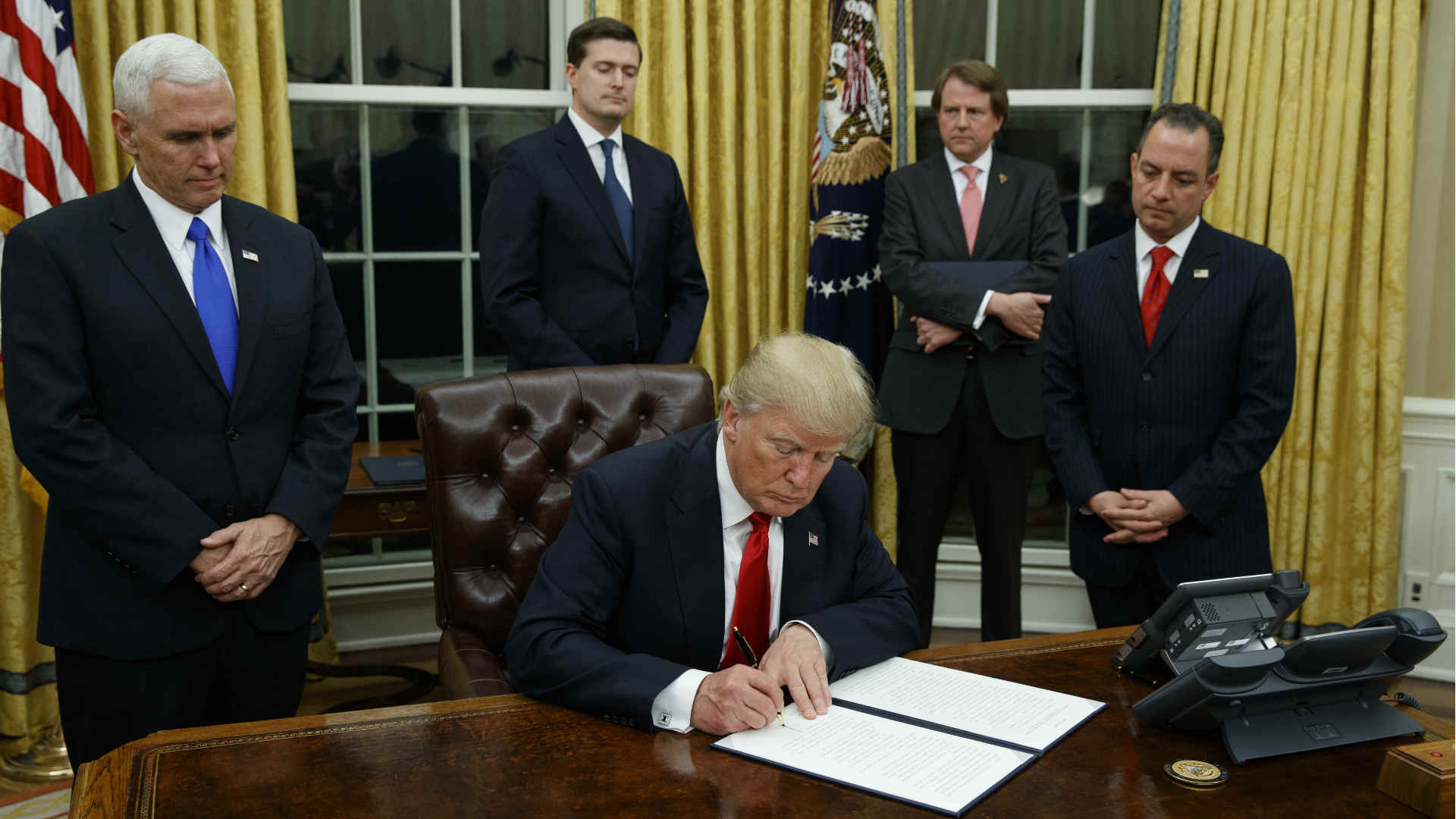 הנשיא טראמפ בחדר הסגלגל