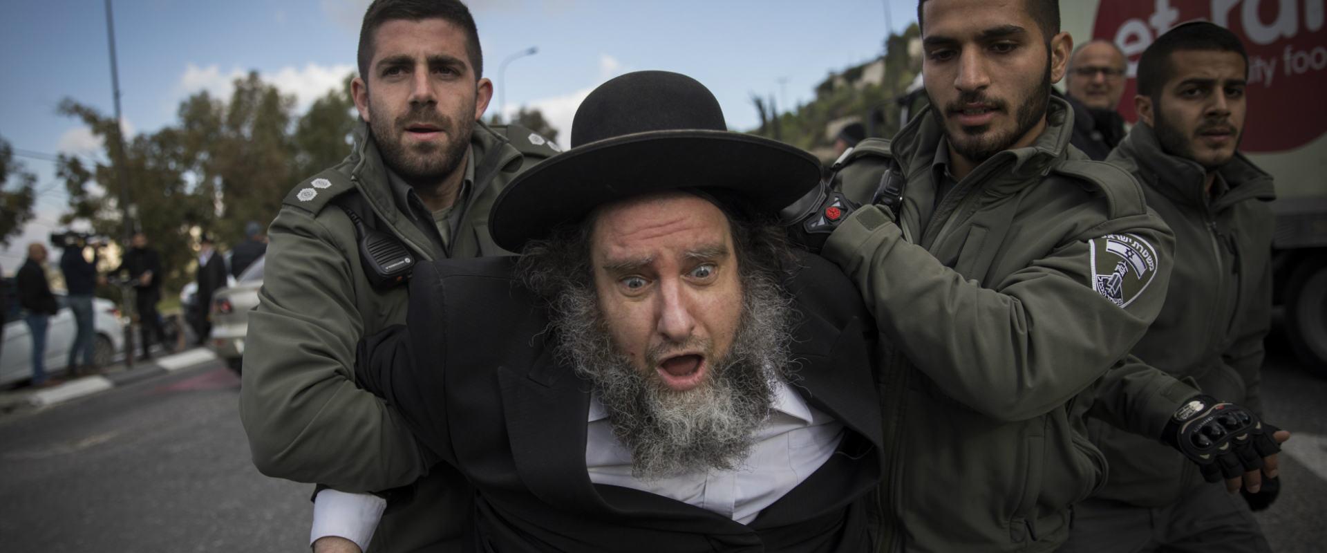 הפגנת חרדים נגד גיוס בכניסה לירושלים