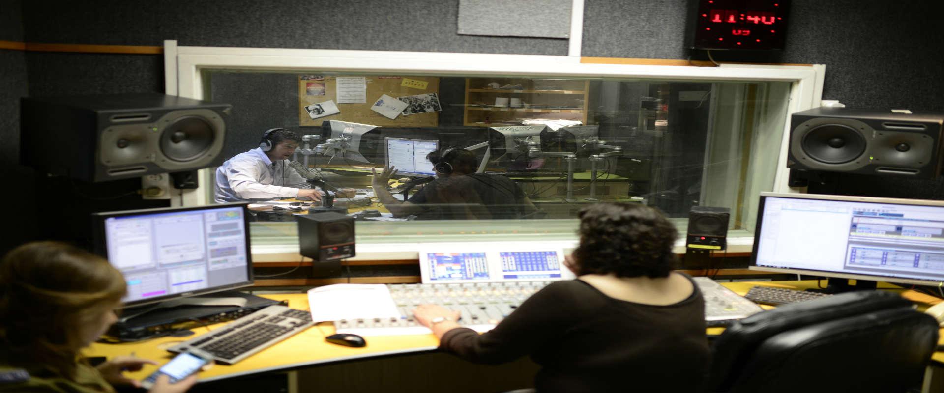 """שידור רדיו בתחנת גלי צה""""ל"""