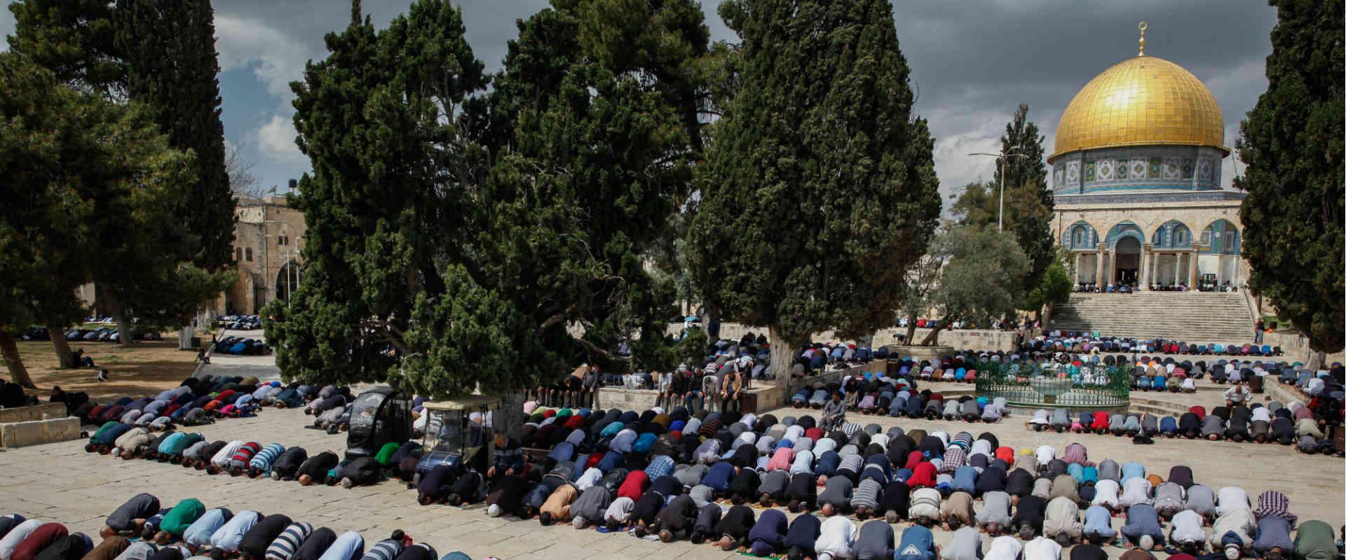מתפללים מוסלמים בהר הבית, מרץ 2017