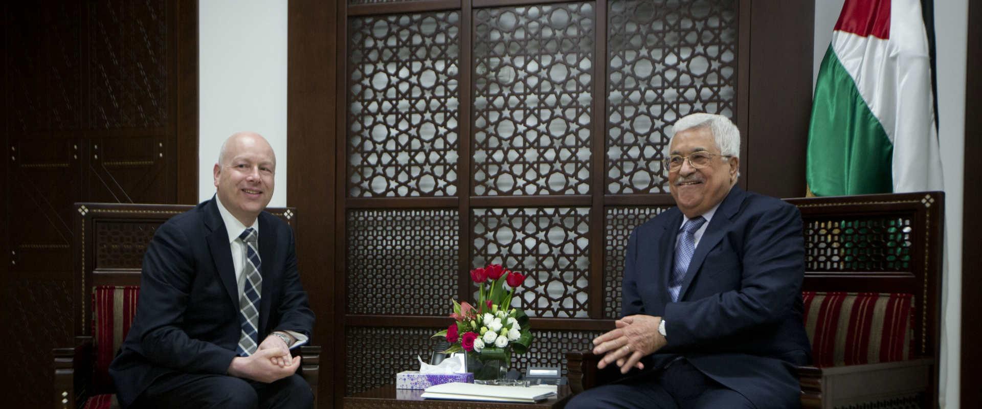 גרינבלט ומחמוד עבאס, בפגישתם במארס 2017