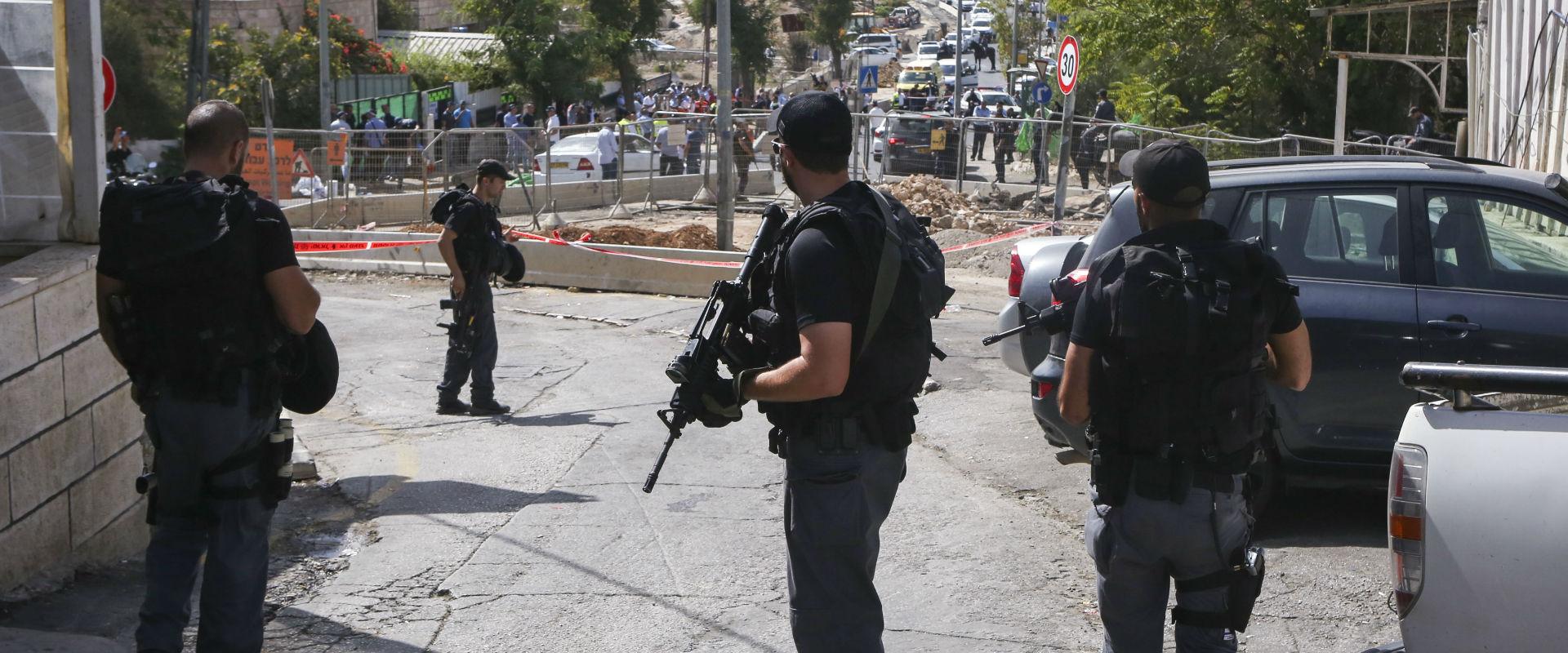 שוטרים בכניסה להר הבית, היום