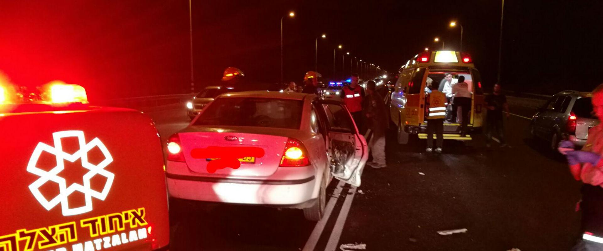 זירת התאונה בכביש 40, הערב (צילום: איחוד הצלה)