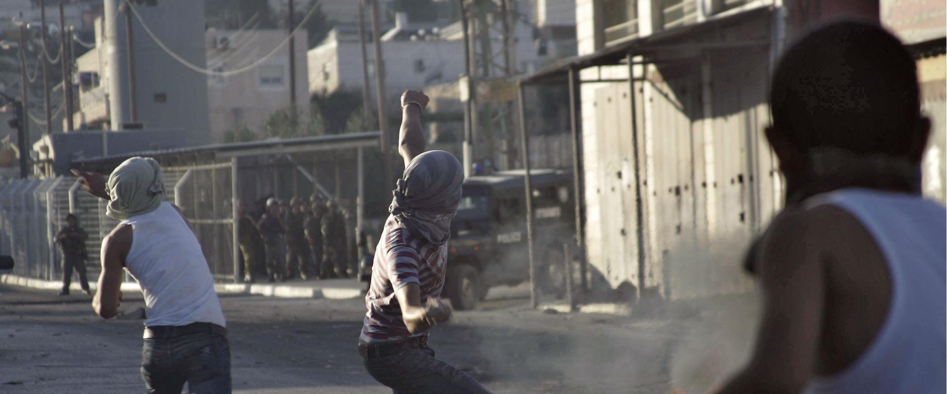מתפרעים במחנה הפליטים שועאפט. ארכיון
