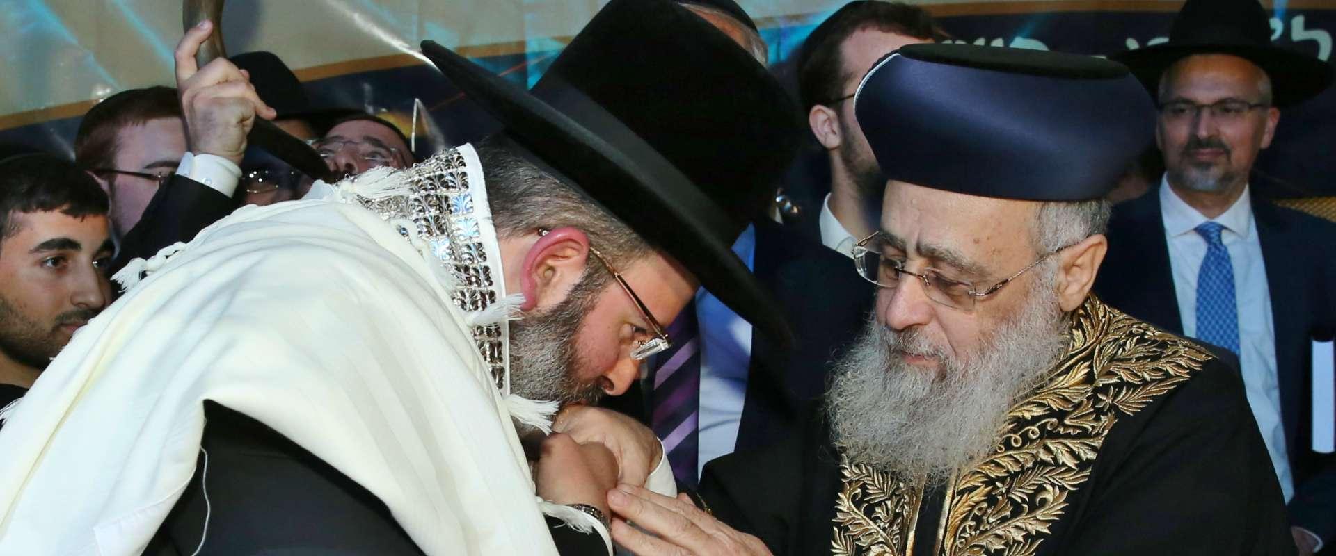 הרב הראשי יצחק יוסף עם רב העיר נשר