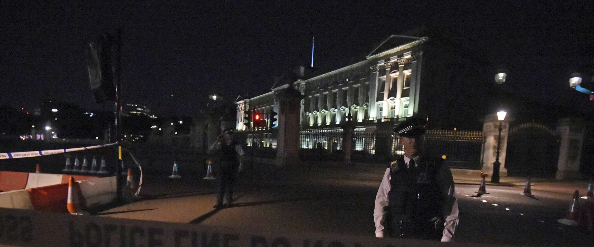 שוטרים ליד ארמון בקינגהאם, אמש