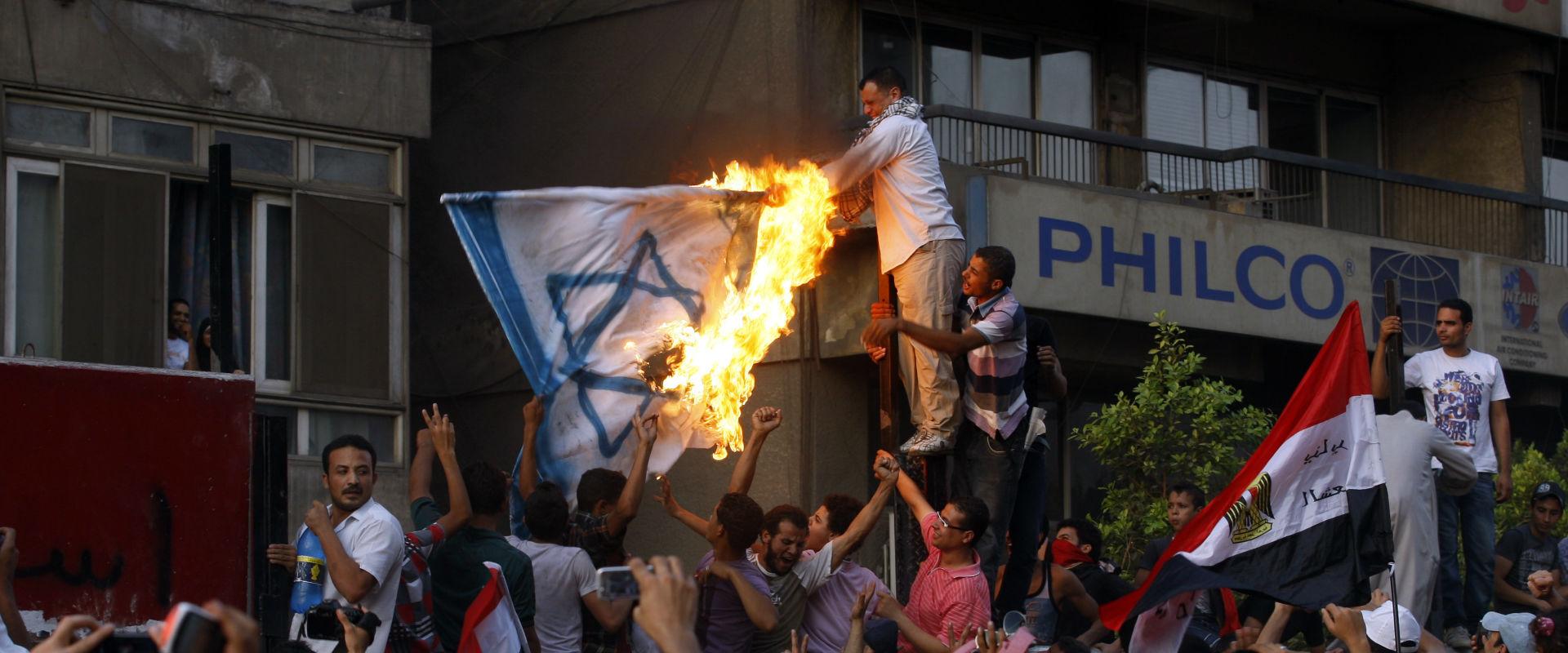 מהומות מול שגרירות ישראל במצרים