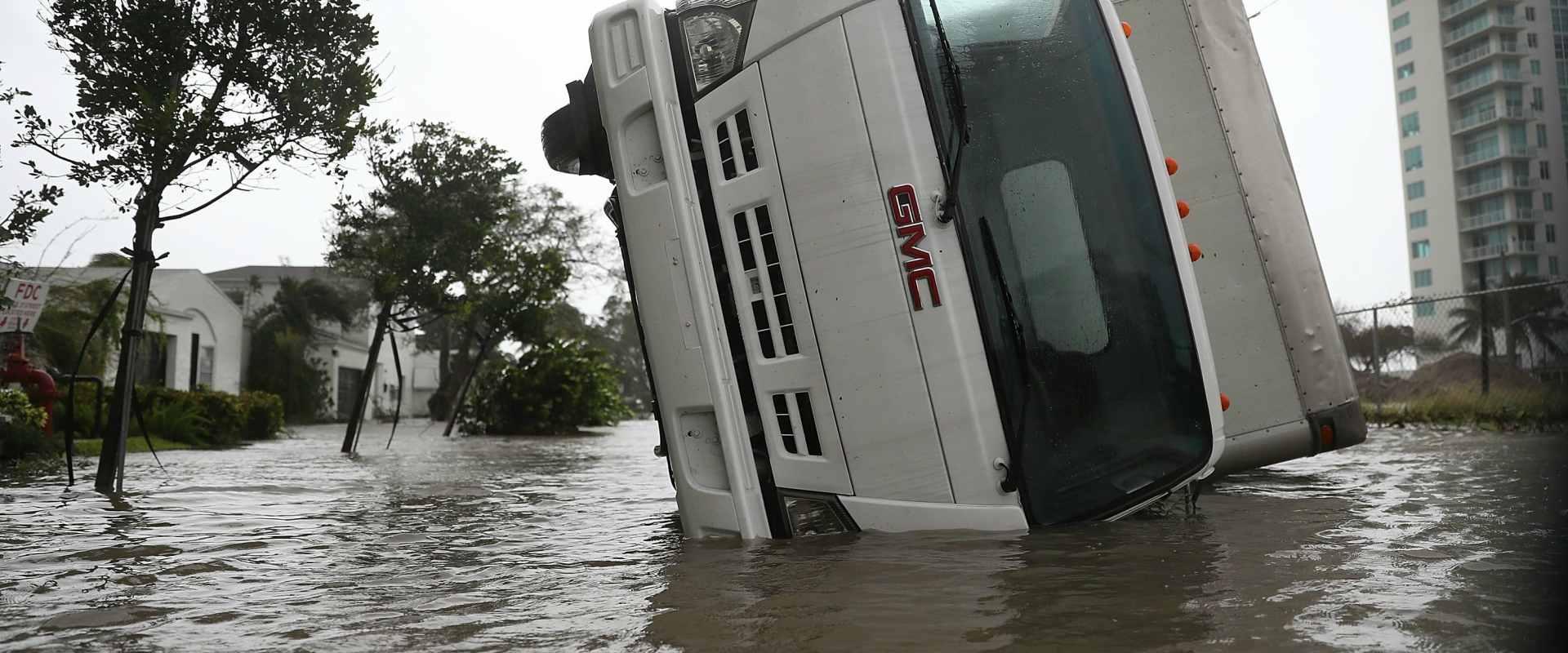נזקי ההצפות במיאמי, פלורידה לאחר הסופה