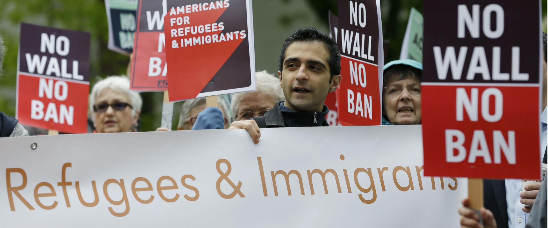 הפגנה נגד מדיניות ההגירה של ממשל טרמפ מול בית המפט