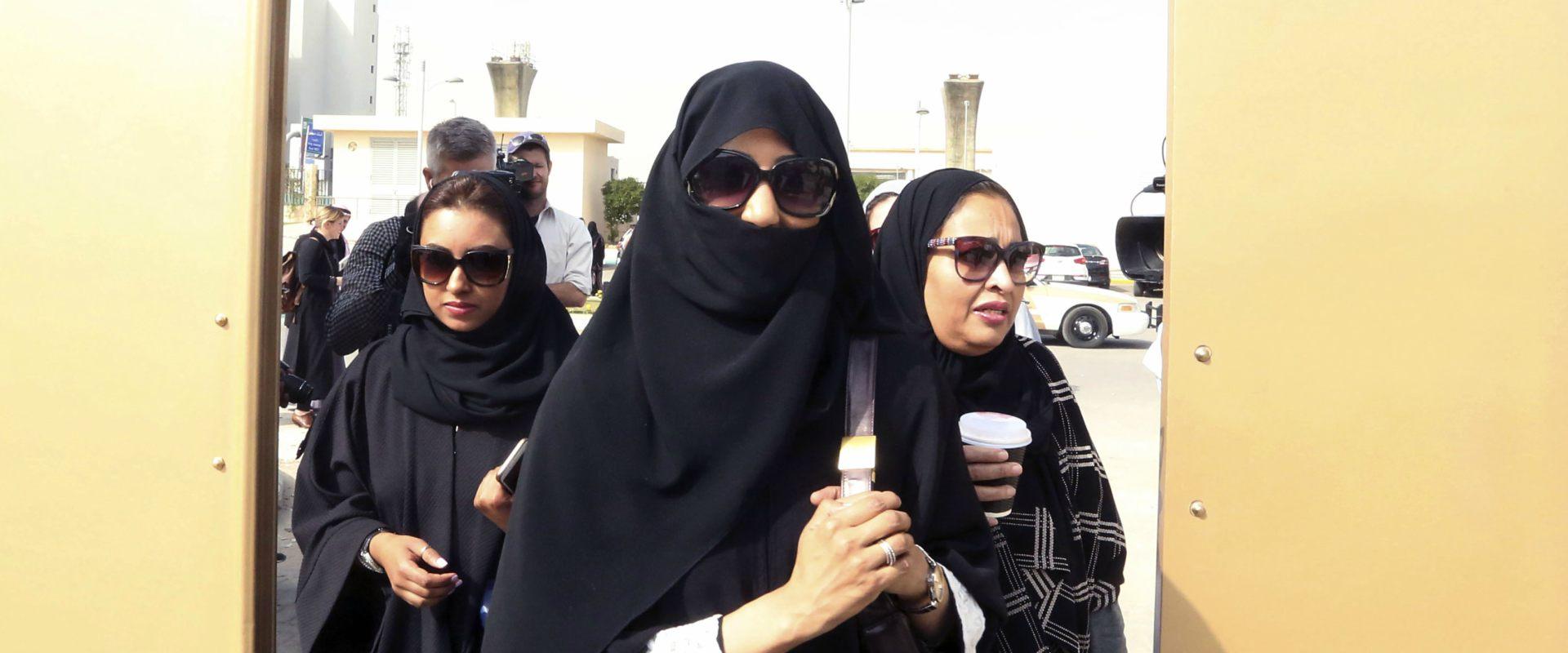 נשים מצביעות בבחירות בריאד