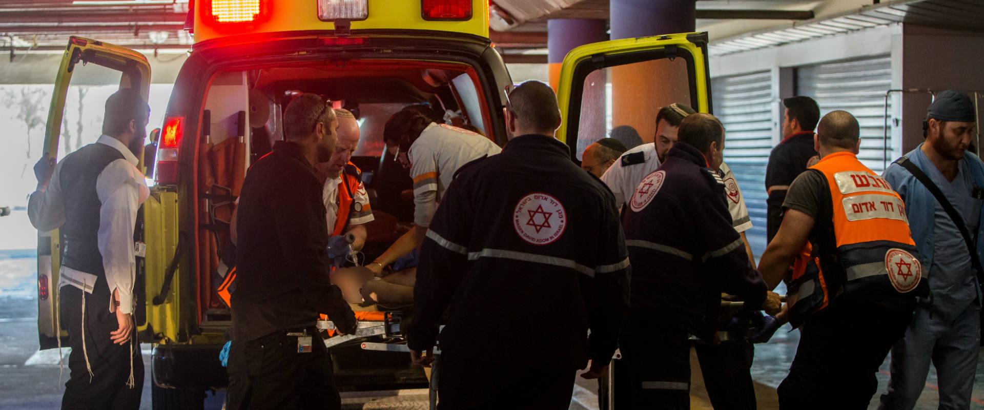 חולה מובהל לבית החולים שערי צדק בירושלים