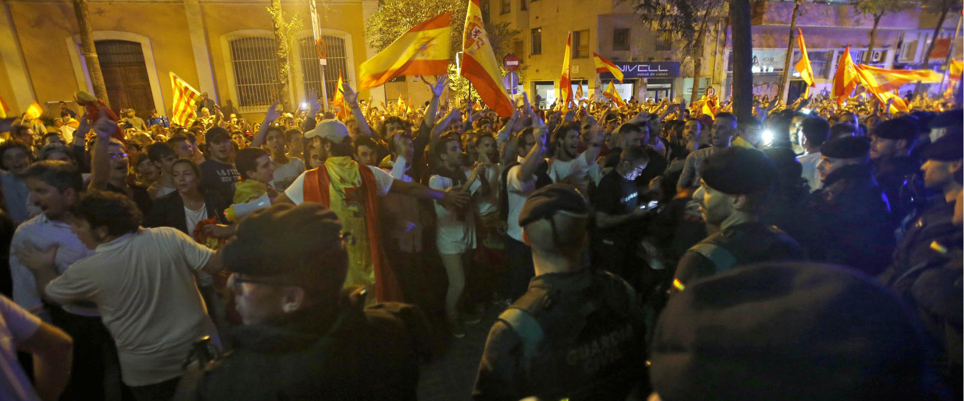 מפגינים נגד אלימות משטרתית, אתמול בברצלונה