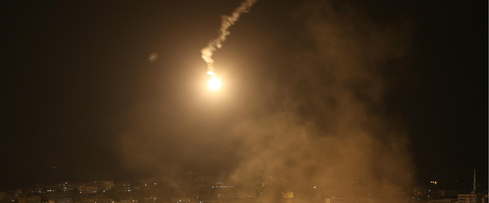 """פצצות תאורה של צה""""ל ברצועת עזה. ארכיון"""