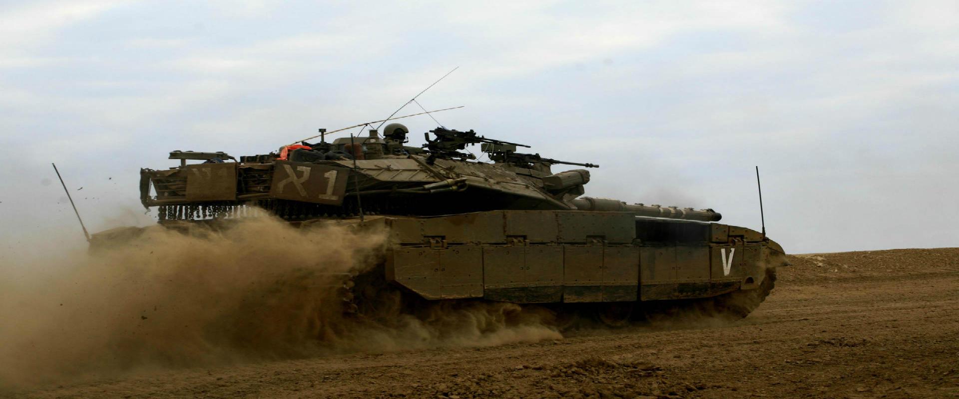 """טנק של צה""""ל סמוך לרצועת עזה"""