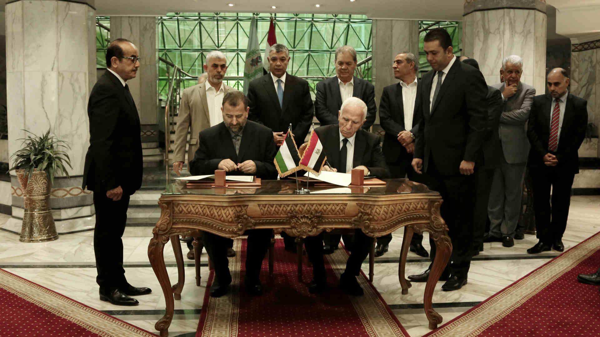 החתימה על ההסכם, היום בקהיר