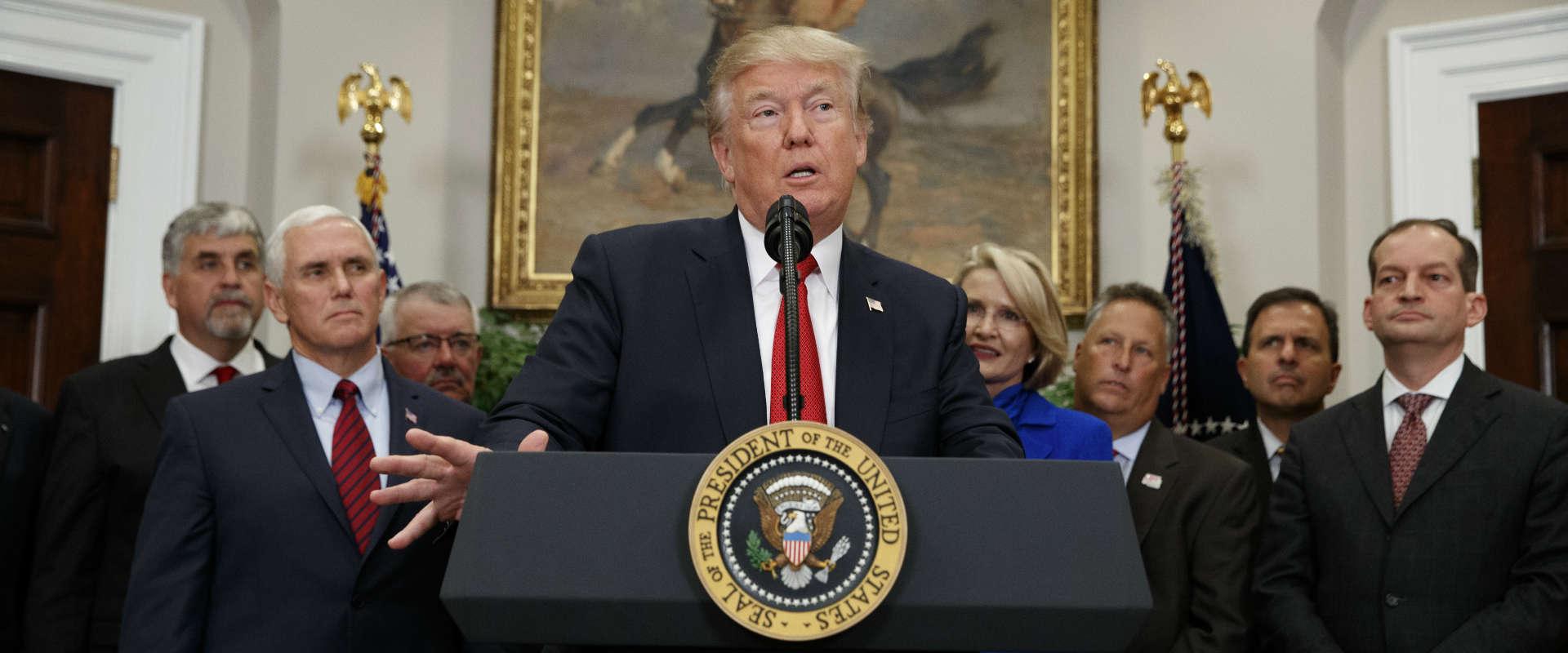 """נשיא ארה""""ב, דונלד טראמפ, בבית הלבן, אתמול"""