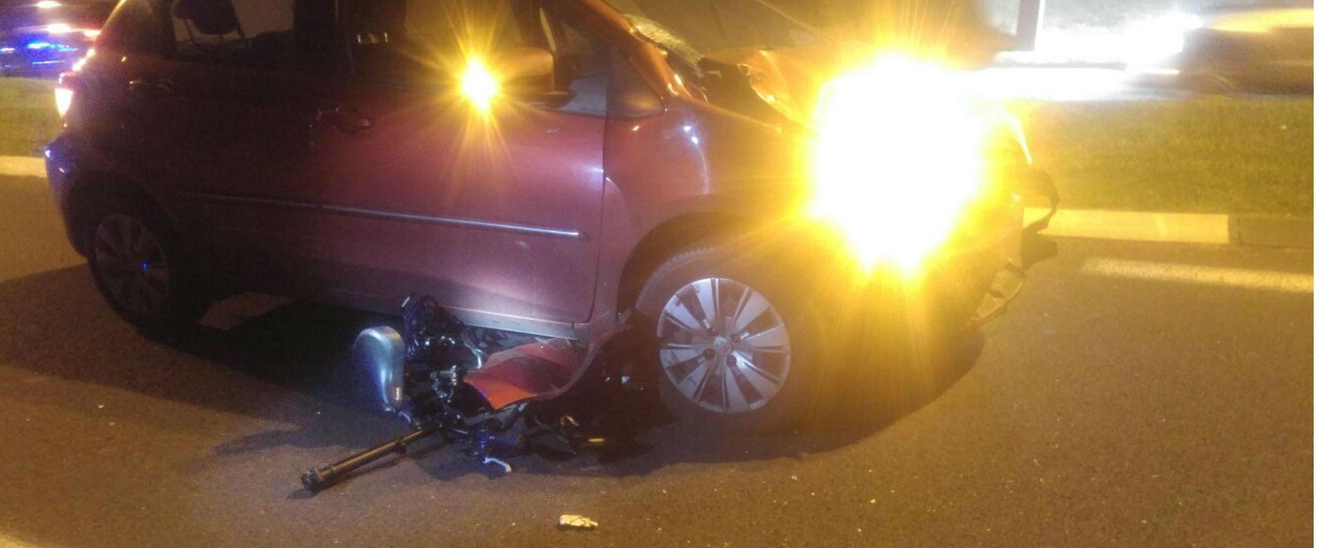 """זירת תאונת הדרכים בת""""א שבה נהרגה צעירה בת 20"""