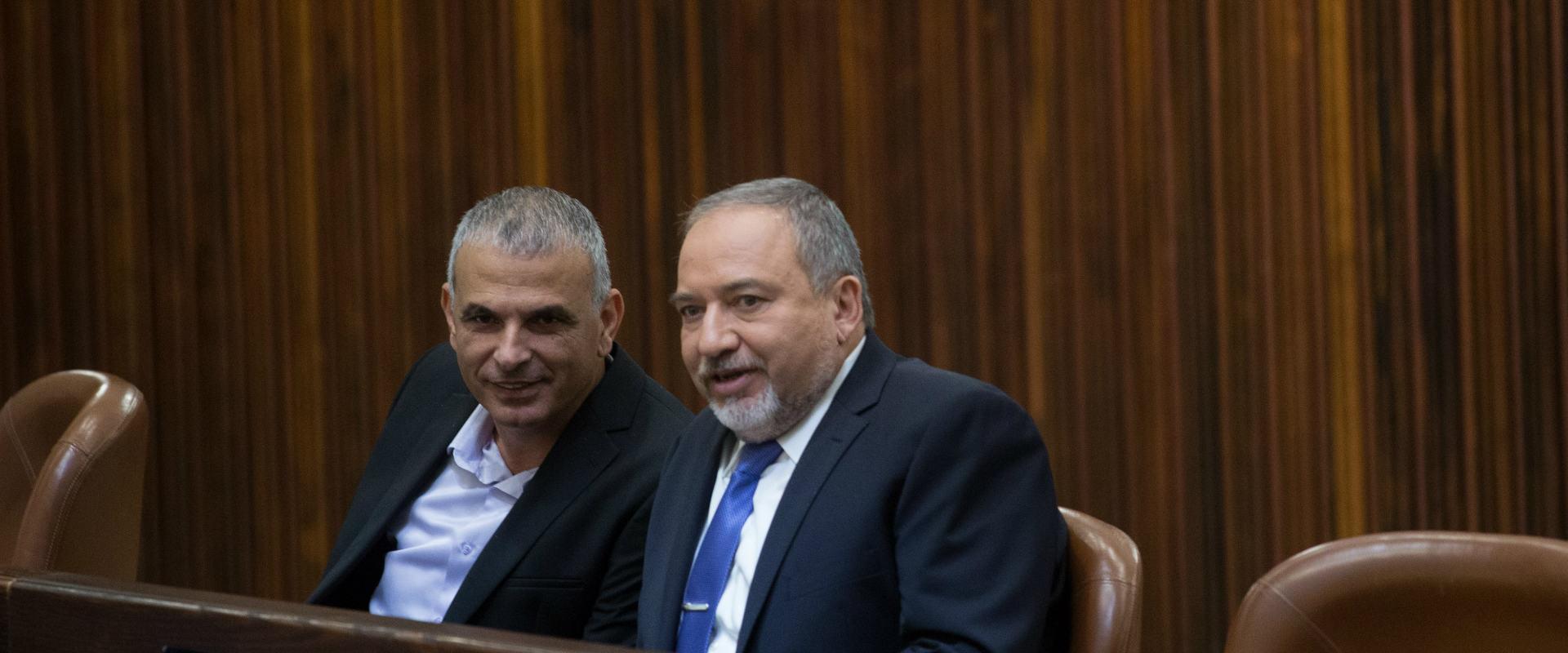 שר הביטחון אביגדור ליברמן ושר האוצר משה כחלון
