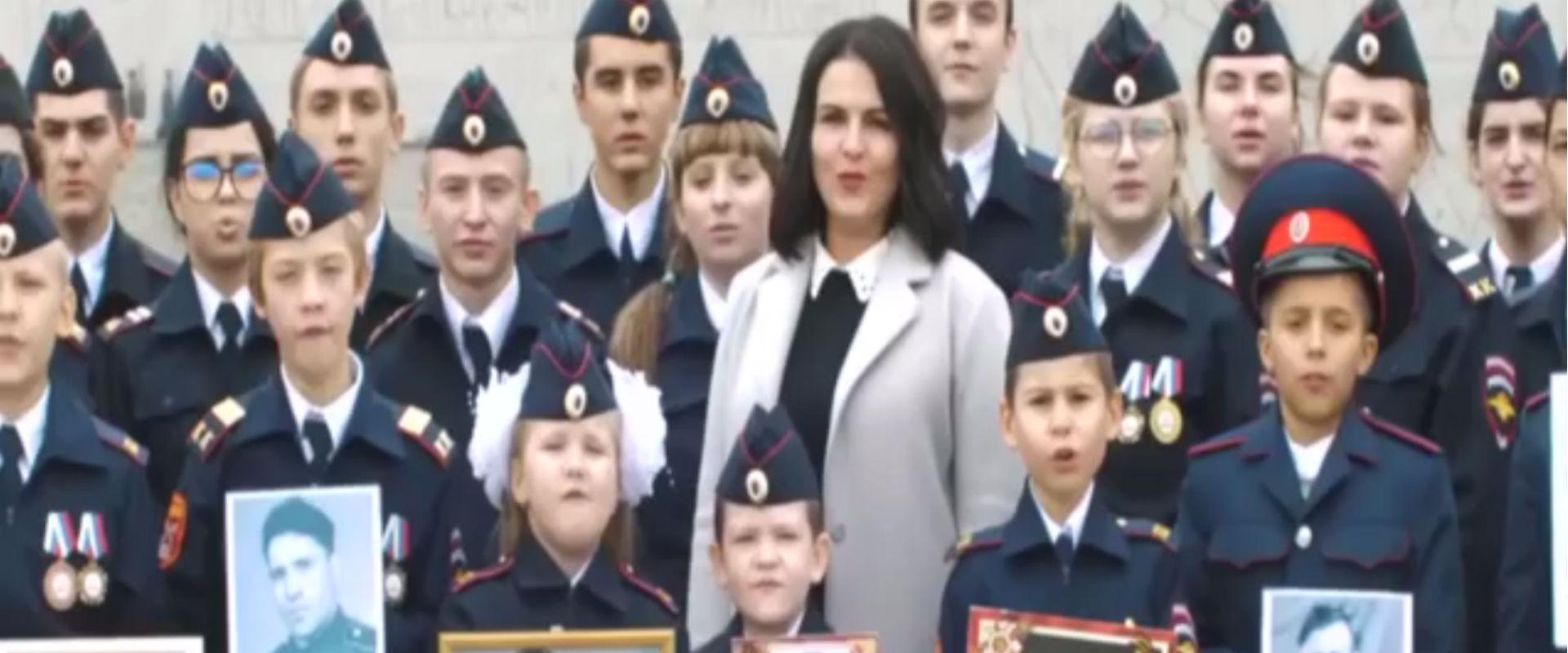 סרטון בו ילדים שרים כי הם מוכנים למות למען המנהיג