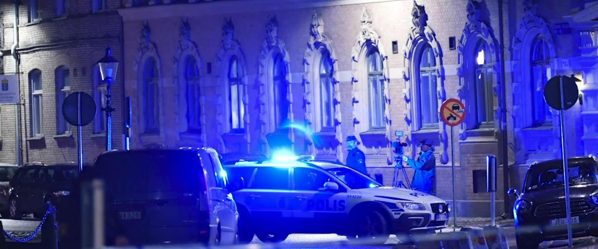 כוחות משטרה ליד בית הכנסת בגטבורג