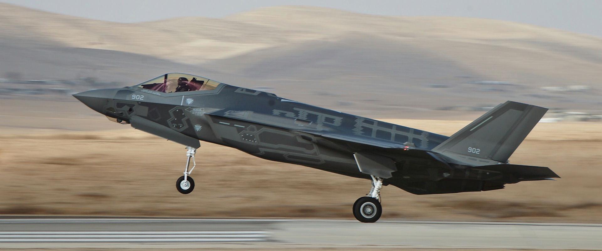 """ה""""אדיר"""" בטיסה ראשונה בישראל"""