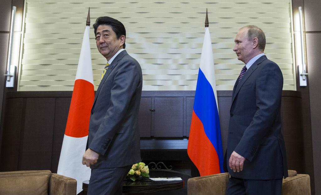 פוטין ואבה בפגישתם הקודמת השנה (צילום: AP)